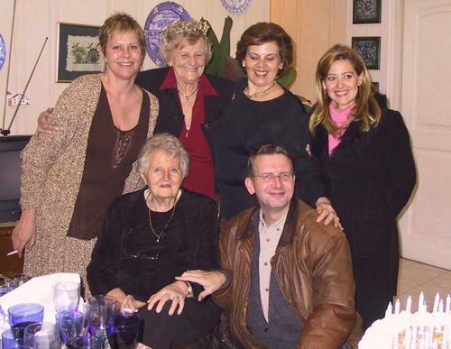 Pepa, Nelda, Doris, Valeria, Edda & Alex